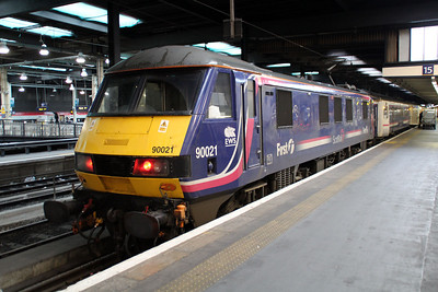 90021 sits at Euston having arrived on the 1m16 ex Inverness sleeper.