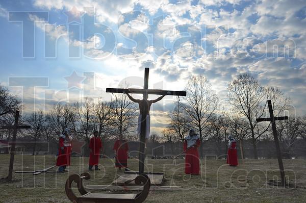 MET032813passion cross