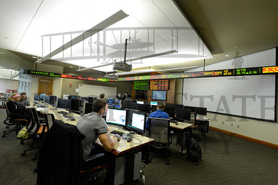 11037 Finance Students in the Trading Room 3-20-13