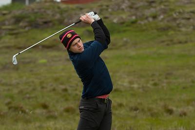 Helgi Ingimundarson horfir á eftir teighöggi sínu á 5. braut.