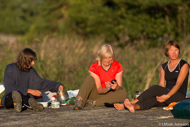 Rose-Marie, Anja & Sanna i matbestyren.