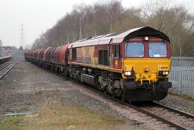 66040 1517/6E08 Wolves-Immingham passes Water Orton.