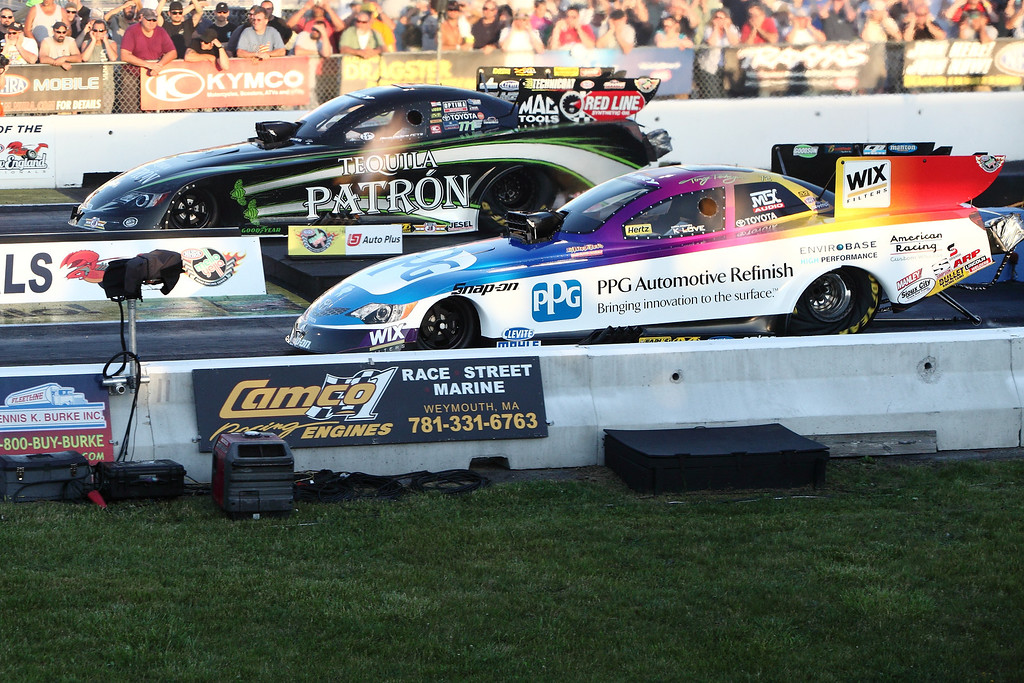 IMAGE: http://www.rockingpictures.com/2013/NHRA-New-England-Nationals/Friday-June-21st-Q2/i-GjX3xkB/0/XL/IMG_4058-5DMK2-XL.jpg