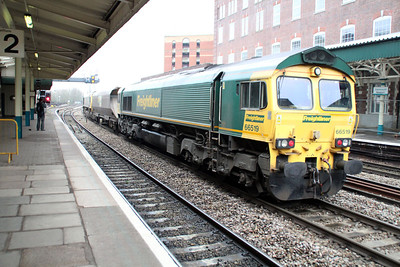 66952 tnt 66519 at 1047 east on a wagon move to Stoke Gifford.