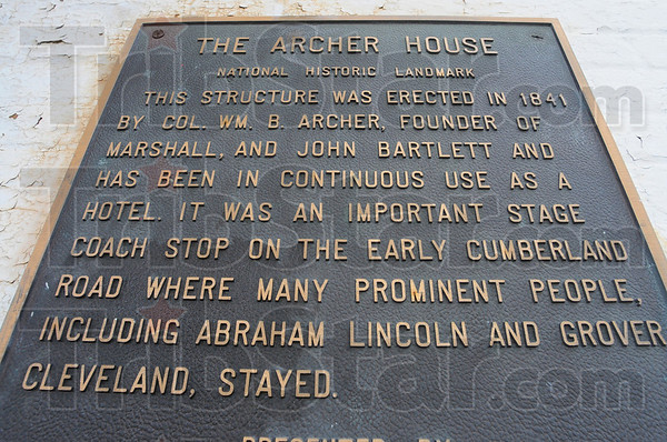 MET111613lincoln plaque