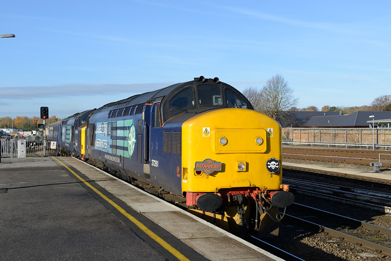 30 November 2013 :: 37261 & 37405 head 1Z42 from Whitchurch, Shropshire to Eastleigh via  Portsmouth Harbour into Salisbury station
