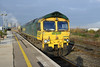 26 November 2013 :: 66549 working 6O12 from Hinksey to Eastleigh waits at a red signal at Didcot Station