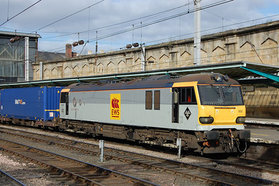 92002 pauses at Carlisle with a southbound intermodal service (01/03/2013)