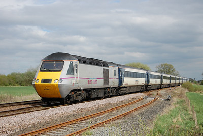43302 leads 1D15 1358 Peterborough - Leeds at Hagg Lane during a very opportune patch of sunshine (05/05/2013)