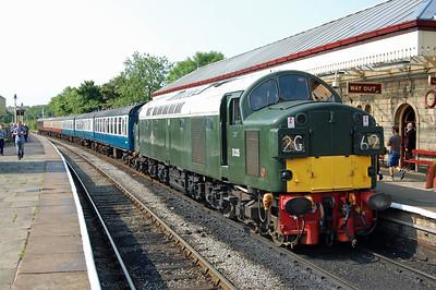 40135 arrives at Ramsbottom with 2G63 0920 Bury - Rawtenstall (05/07/2013)