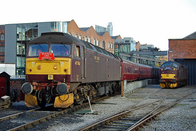 47760 reverses the stock back into the museum's platform road. Alongside is 37706, which, unbeknown to me at the time, would also work the return leg of the tour (03/11/2013)