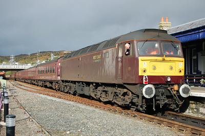 After arriving with Comapss Tours' 1Z32 0503 charter from Gourock, 47826 is shunted out of the platform at Kyle of Localsh by 47760 on the rear of the train (04/10/2013)