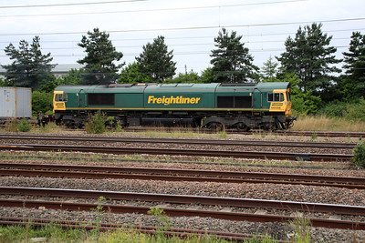 66556 0819/4E62 Felixstowe-Doncaster passes Peterboro.