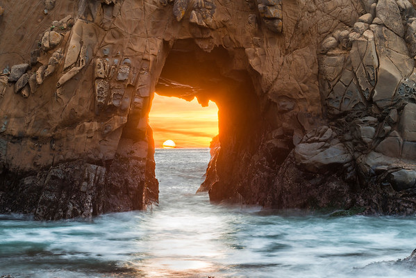 The sun setting thorugh the Pfeiffer Arch
