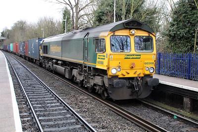 66955 1117/4m28 Southampton-Ditton Street passing Reading West.