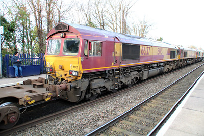 66096_66084_66137 1458/6v38 Marchwood-Didcot passes Reading West.