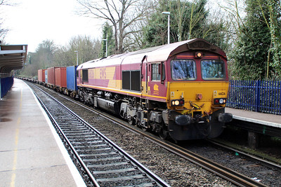 66126 1143/4m66 Southampton-Birch Coppice passing Reading West.