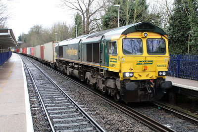 66955 1017/4m55 Southampton-Lawley Street passing Reading West.