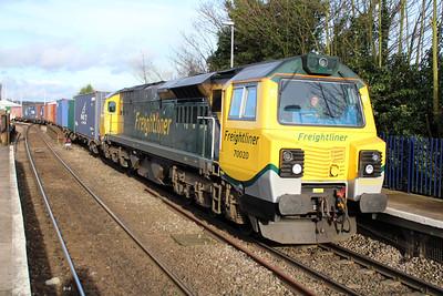 70020 1424/4o27 Garston-Southampton passes Reading West.