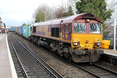 66174 1044/4o53Wakefield-Southampton passing Reading West.