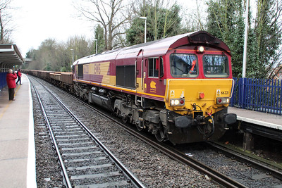 66221 0946/6m26 Eastleigh-Stud Farm passing Reading West.