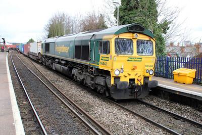 66955 1219/4o54 Leeds-Southampton passing Reading West.