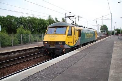 90045 2039 Light Engine Mossend-Coatbridge FLT passes Coatbridge 20/06/13.