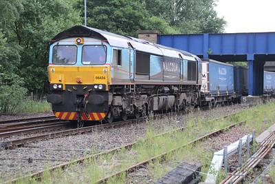66434 ex 4s49 Daventry shunts its consist into Grangemouth FLT 21/06/13.