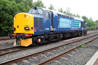 Thanks to the yard shunter this shot of Super Shunter 37606 in Grangemouth FLT Reception sidings, was made possible 21/06/13.