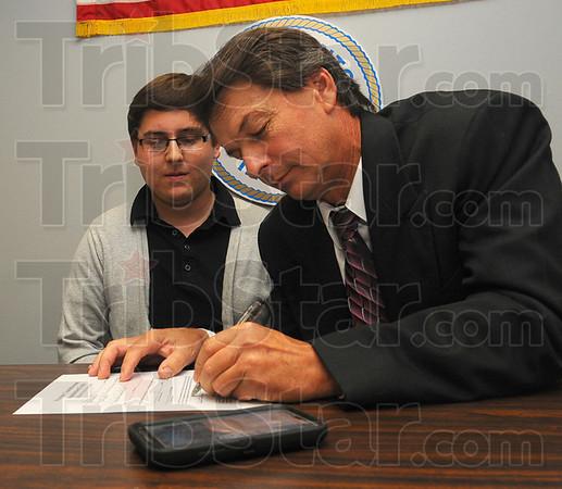MET091213shortridge signing