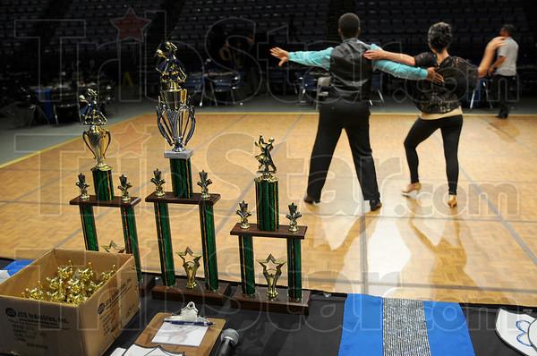 MET092713dancing trophy