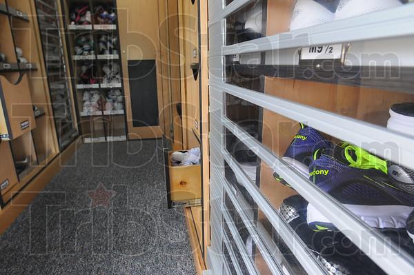 MET091713shoebus shoes