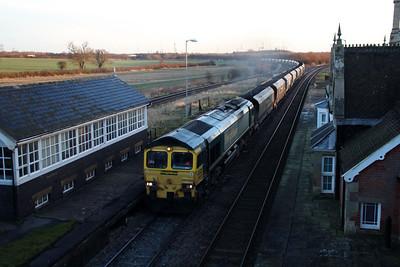 66509 0850/6y14 Immingham-West Burton passes Brocklesby.