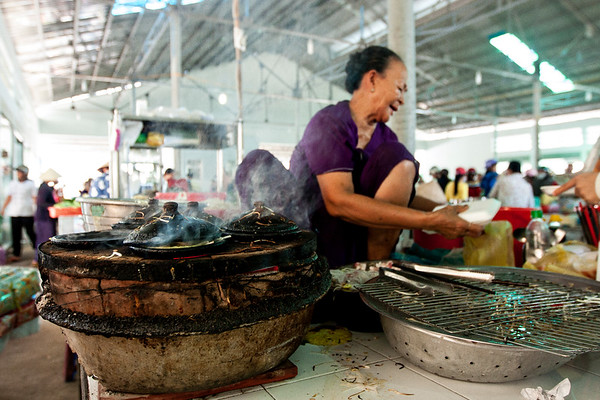 I guess that this little lady has been working here for 25 years. She sits at the market, whipping up Mui Ne style, savory pancakes, and serving them to the people that come and eat them with sweet and sour sauce. They're piping hot and surprisingly good. I really like her little pancake pans!