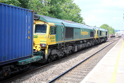 66591_66501 1418/4m61 Soton-Trafford Park passes Reading West.