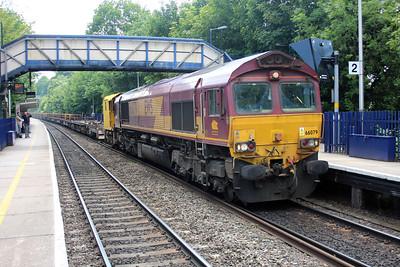 66079 1450/6v27 Eastleigh-Hincksey passes Reading West.