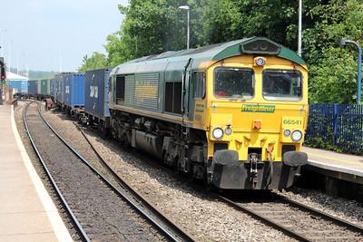 66541 1318/4o49 Crewe-Soton passes Reading West.