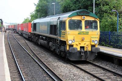 66564 1228/4o54 Leeds-Soton passes Reading West.