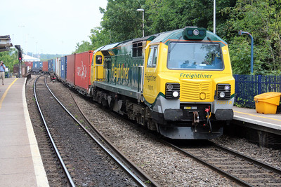 70018 1257/4o51 Wentlooge-Soton passes Reading West.