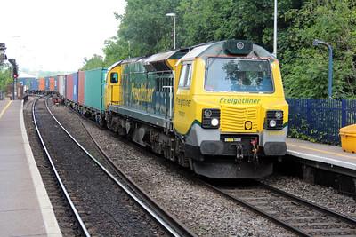 70001 1425/4o27 Garston-Soton passes Reading West.