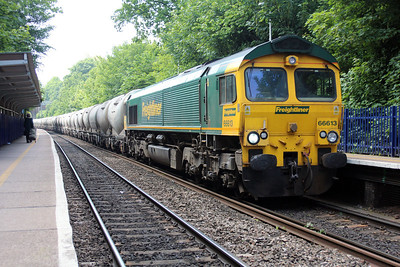 66613 1136/6m91 Theale-Earles passes Reading West.