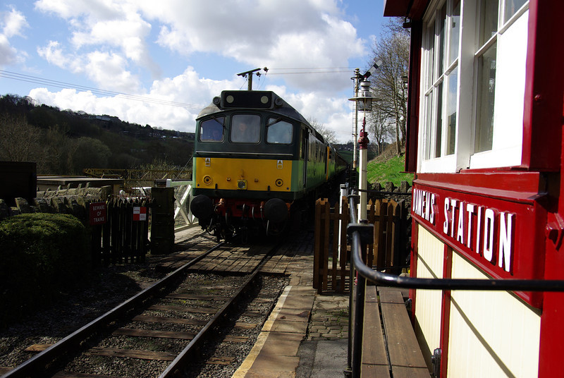 25278+26038 arrive at Damens working the 10:25 Oxenhope - Keighley 26/04/13