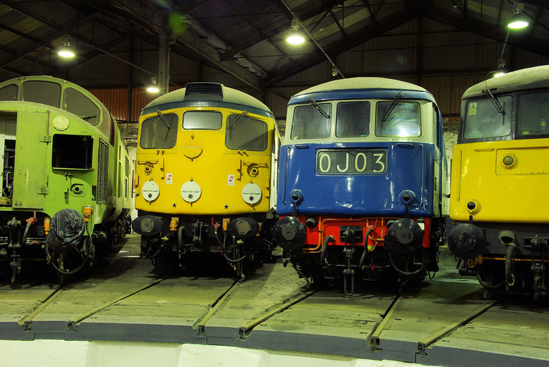 "26007 + E3035 at the  <a href=""http://www.wnxx.com"">http://www.wnxx.com</a> night photoshoot at Barrow Hill Roundhouse 01/02/13"