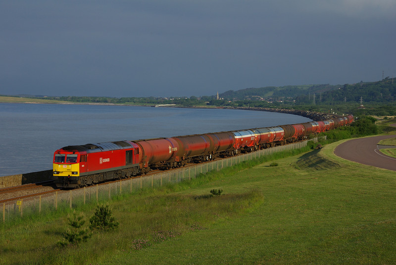 60063 passes Pwll with the 05:07 Robertsons - Westerleigh oil train 10/06/13