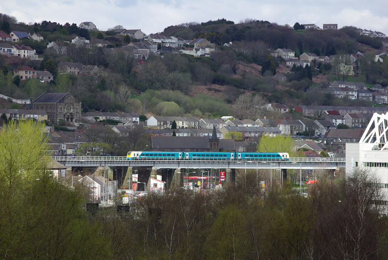 175101 crosses Landore viaduct working the 09:30 Manchester Pic - Carmarthen 27/04/13