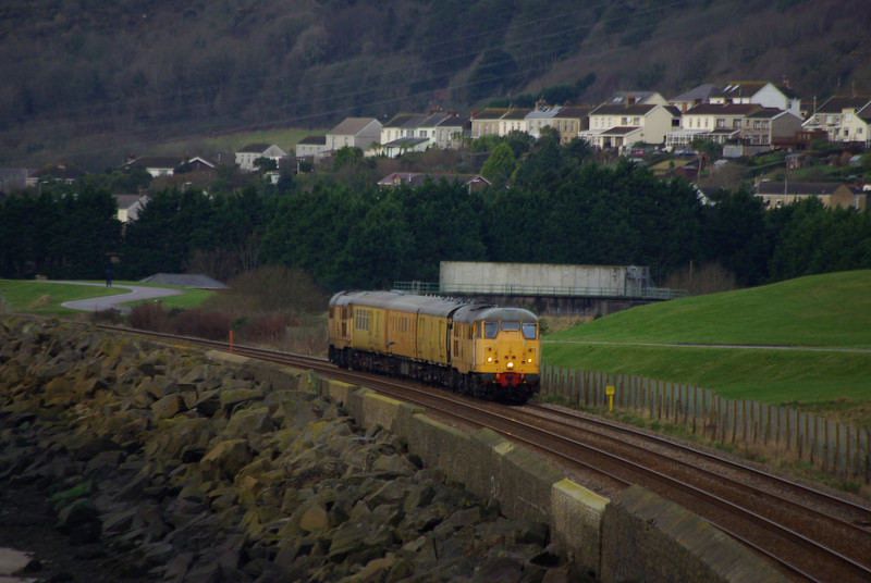 31105 + 31285 pass Pwll, Llanelli working the 01:56 Bristol Kingsland Road - Derby RTC via West Wales 12/01/13