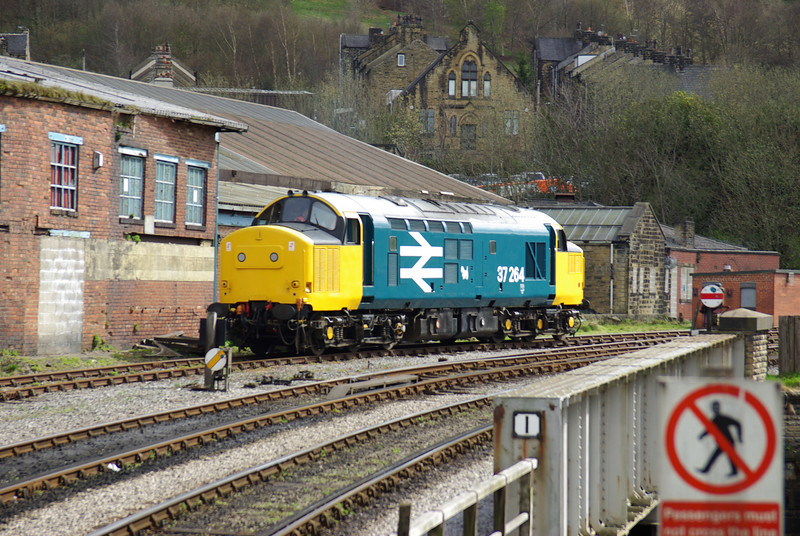 37264 stabled at Keighley 26/04/13