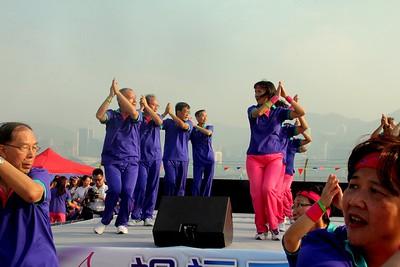 2013-11-16-萬人讚美操國際組 -- 夫婦組