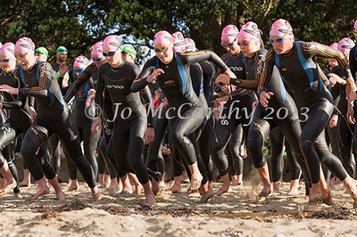 Start of Women's race.Race 1 of Stroke and Stride 2013/2014 series, Mission Bay, Auckland, New Zealand. Thursday 14 November 2013.