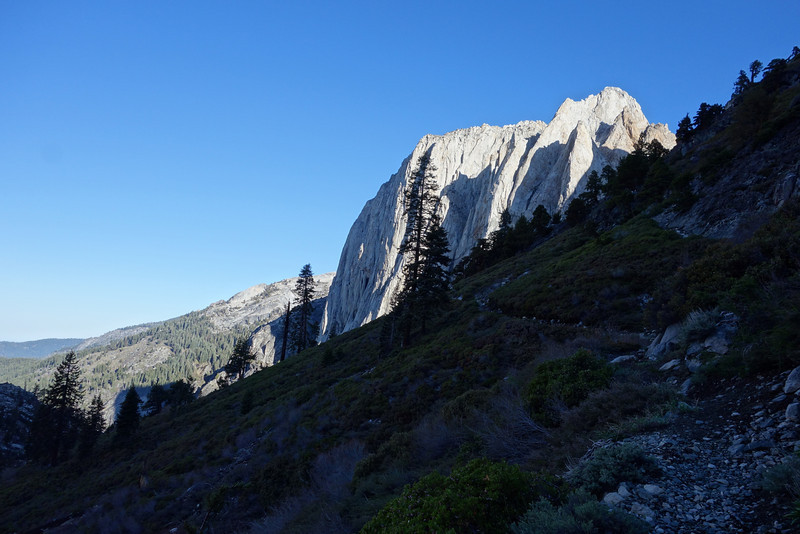 I really loved the sight of Valhalla (the giant slab of granite) so nicely lit up by the rising sun!